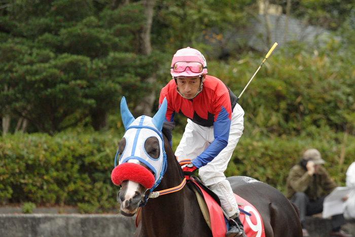 鷹野宏史騎手、通算勝利2100勝達成!!_a0077663_1985016.jpg