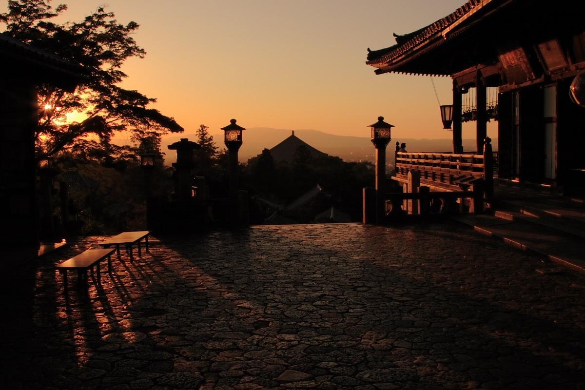 奈良 東大寺 二月堂の夕暮れ 1_f0021869_8443290.jpg