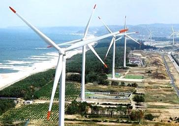 日本海べりの風車群