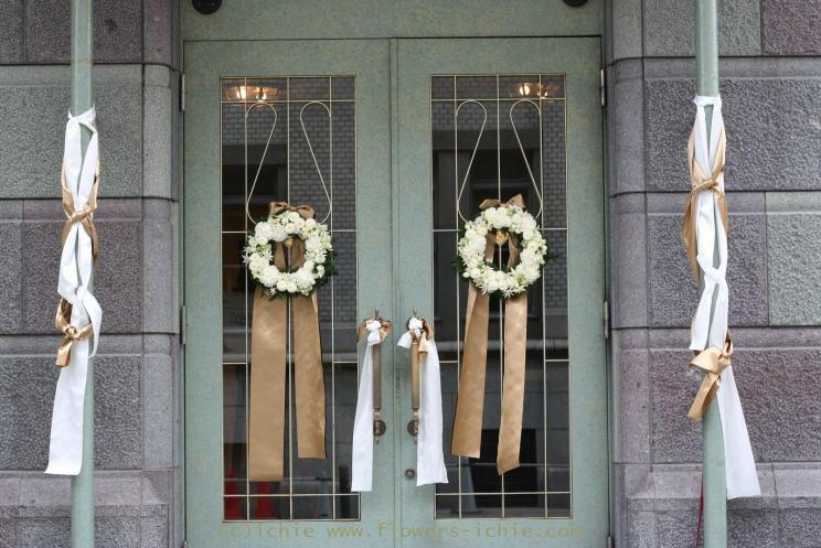 横浜アルテリーベ様の装花 ドアのリース_a0042928_19154396.jpg