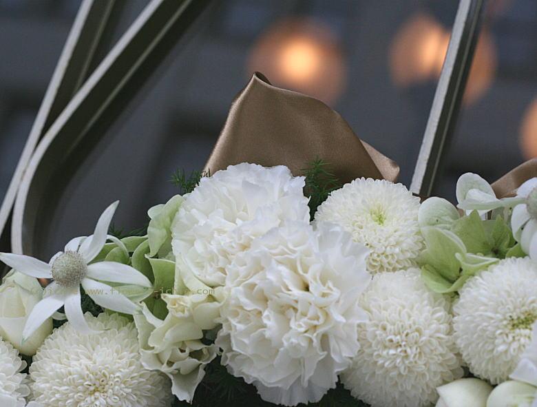 横浜アルテリーベ様の装花 ドアのリース_a0042928_2045078.jpg