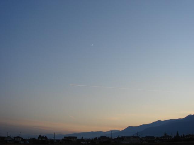 月とひこうき雲_a0014840_17385279.jpg