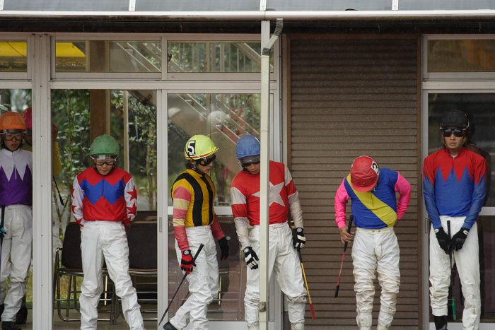 2006年11月26日(日) 高知競馬 6R 中西達也騎手が笑った訳・・・_a0077663_2245572.jpg