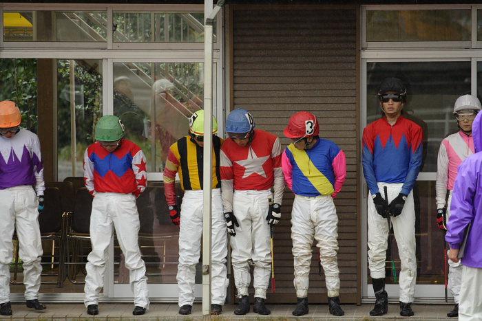 2006年11月26日(日) 高知競馬 6R 中西達也騎手が笑った訳・・・_a0077663_2246111.jpg