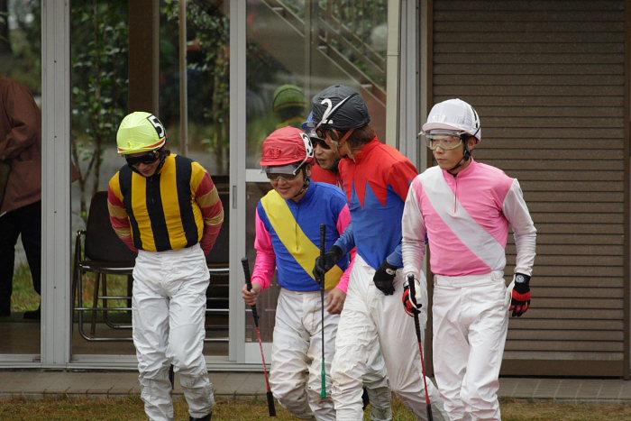 2006年11月26日(日) 高知競馬 6R 中西達也騎手が笑った訳・・・_a0077663_2248517.jpg