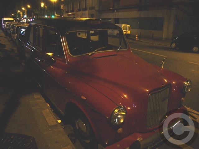 ■街角の車(パリ)_a0008105_2003645.jpg