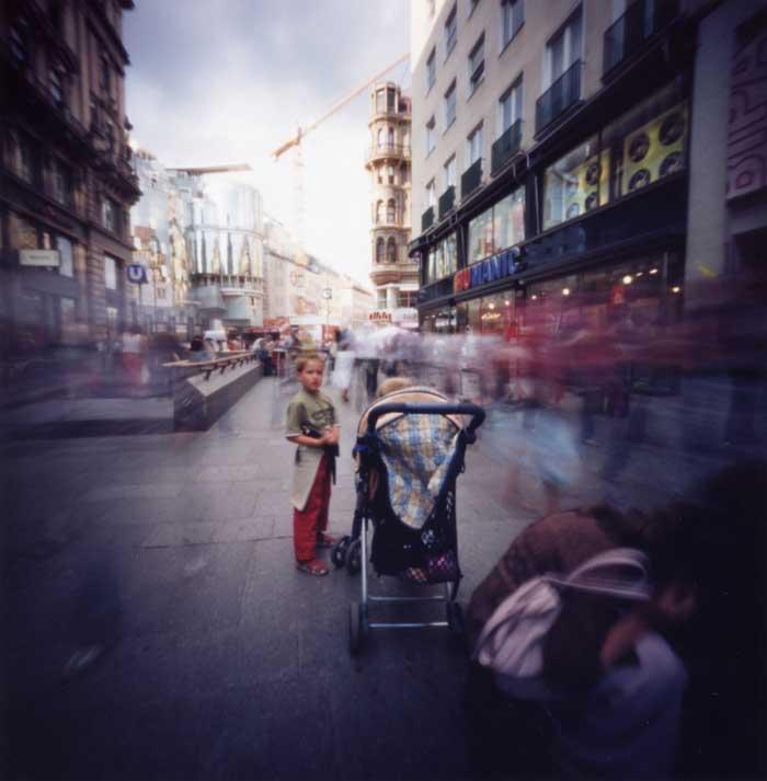 ピンホールカメラで時の流れを写し撮る ケルントナー通り Pinhole Photography_f0117059_20343580.jpg
