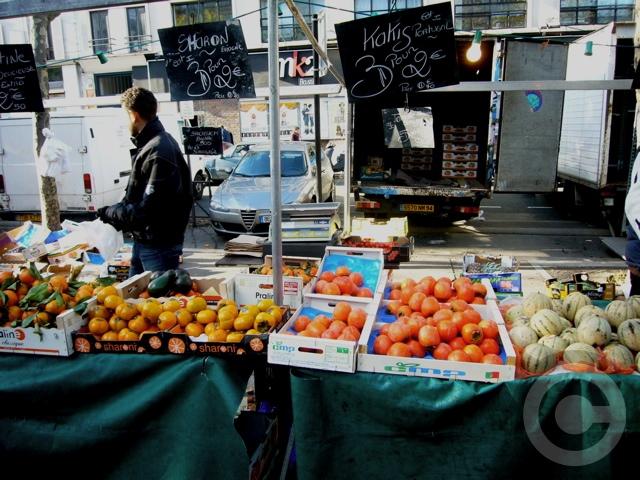 ■街角の柿KAKI(パリ)_a0014299_7545942.jpg