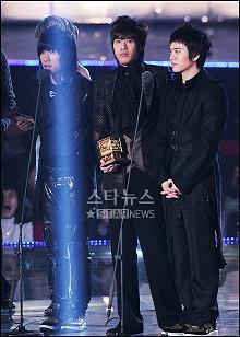 2006年最高の歌 賞 受賞!_b0029699_1033489.jpg