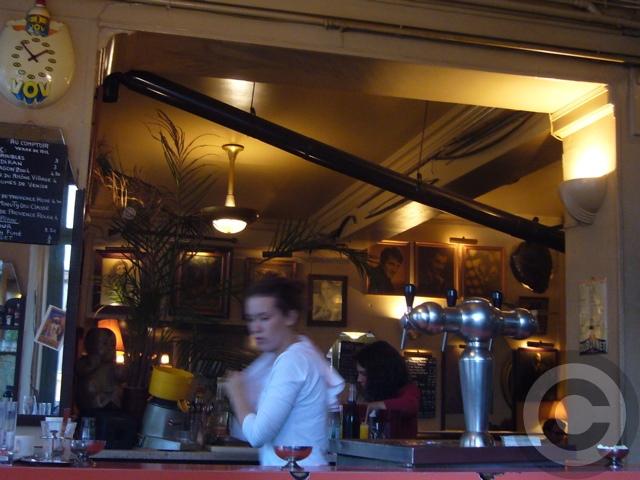 ■街角のキャフェCafe de l\'Industrie(パリ)_a0014299_19313132.jpg