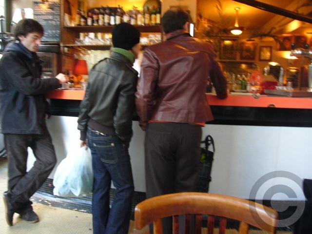 ■街角のキャフェCafe de l\'Industrie(パリ)_a0014299_19322919.jpg