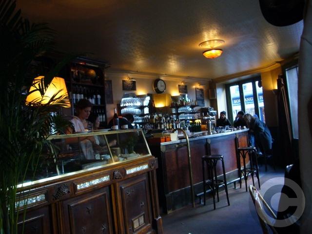 ■街角のキャフェCafe de l\'Industrie(パリ)_a0014299_19373442.jpg