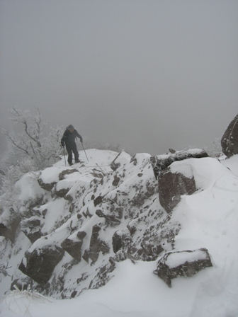 新雪の三鈷峰(大山) 冬山教室一回目。 参加8名。 Winter Mountaineering School_d0007657_16381125.jpg