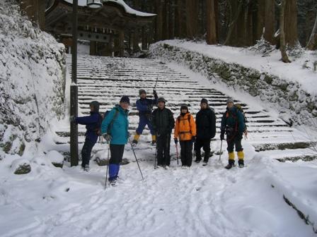 新雪の三鈷峰(大山) 冬山教室一回目。 参加8名。 Winter Mountaineering School_d0007657_1639019.jpg