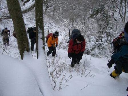 新雪の三鈷峰(大山) 冬山教室一回目。 参加8名。 Winter Mountaineering School_d0007657_16392440.jpg