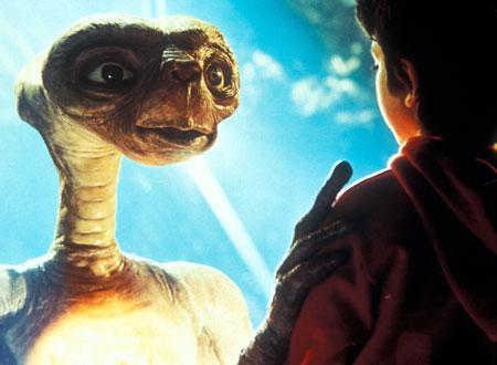 【ET】少年を見つめるET
