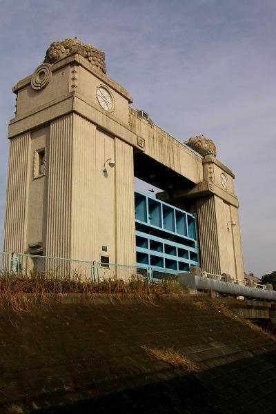 川崎まで古い水門を見に行ってきました。_b0053019_20354036.jpg
