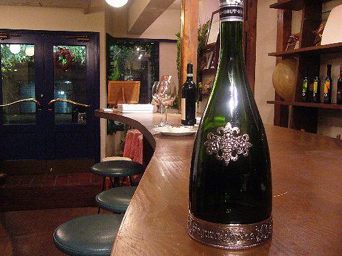 代官山の小さなワインカウンター 。.☆*:.。.☆*†_a0053662_2133146.jpg