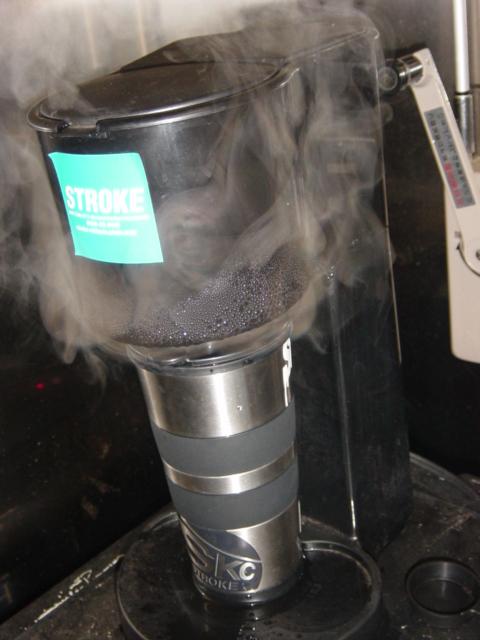 コーヒーメーカー  _d0101000_1685881.jpg