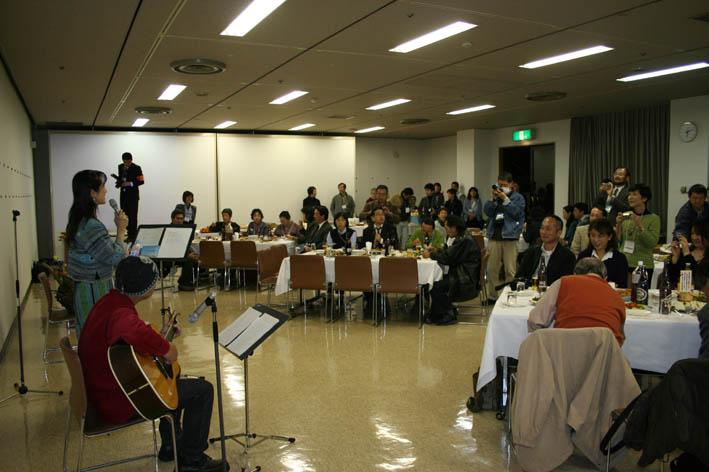 シリーズ「団塊サミットin丹沢」第6回:盧佳世 青春を歌う!_c0014967_18303120.jpg