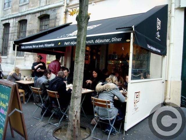 ■街角のクロワッサンCROISSANT (PARIS)_a0014299_7031100.jpg
