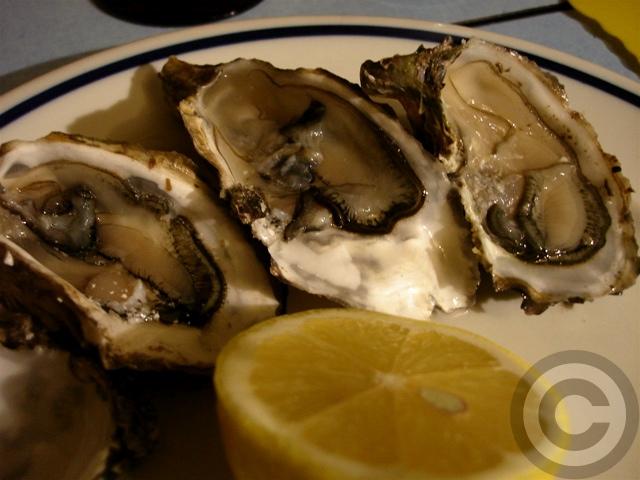 ■マルシェの牡蠣HUITRE(PARIS)_a0014299_5473972.jpg