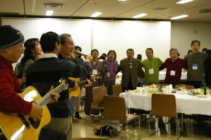 シリーズ「団塊サミットin丹沢」第6回:盧佳世 青春を歌う!_c0014967_1263535.jpg