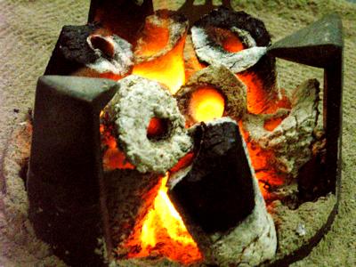 火鉢でポッカ・ポッカです。_e0046128_1659964.jpg