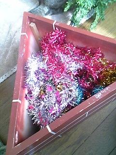 今年ももうすぐクリスマス。ツリーの準備。_a0028451_1650257.jpg