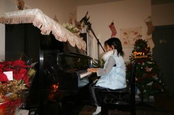 双子+お兄ちゃんのクリスマス・ピアノ発表会♪_d0082356_19112355.jpg