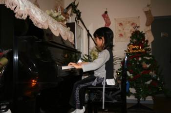 双子+お兄ちゃんのクリスマス・ピアノ発表会♪_d0082356_1913834.jpg