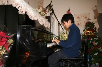 双子+お兄ちゃんのクリスマス・ピアノ発表会♪_d0082356_19142981.jpg