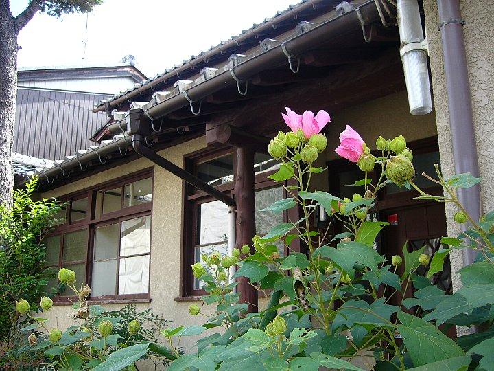 近江八幡教会牧師館_c0094541_1575632.jpg