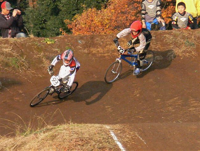 JOSF緑山2006ファイナルレース VOL 9 BMXジュニアクラスとミドルクラス準決勝〜決勝画像垂れ流し_b0065730_21565710.jpg