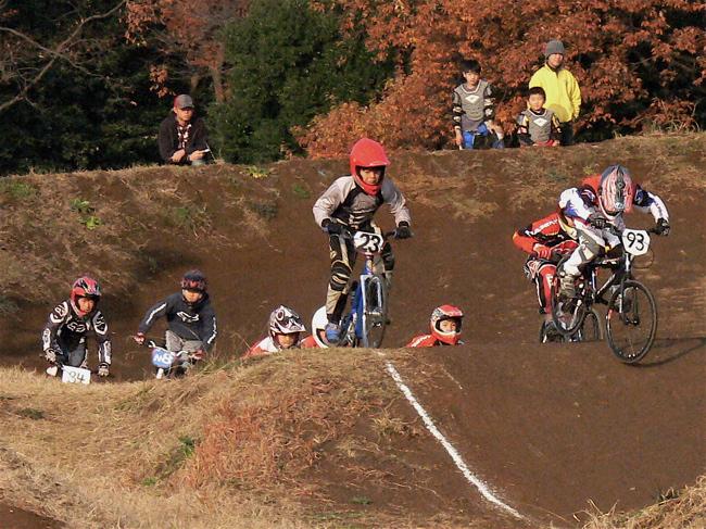 JOSF緑山2006ファイナルレース VOL 9 BMXジュニアクラスとミドルクラス準決勝〜決勝画像垂れ流し_b0065730_21572112.jpg