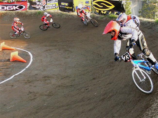 JOSF緑山2006ファイナルレース VOL 9 BMXジュニアクラスとミドルクラス準決勝〜決勝画像垂れ流し_b0065730_21574963.jpg