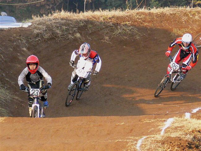 JOSF緑山2006ファイナルレース VOL 9 BMXジュニアクラスとミドルクラス準決勝〜決勝画像垂れ流し_b0065730_2158277.jpg