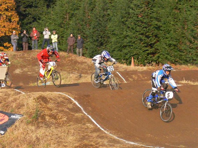 JOSF緑山2006ファイナルレース VOL 9 BMXジュニアクラスとミドルクラス準決勝〜決勝画像垂れ流し_b0065730_220549.jpg
