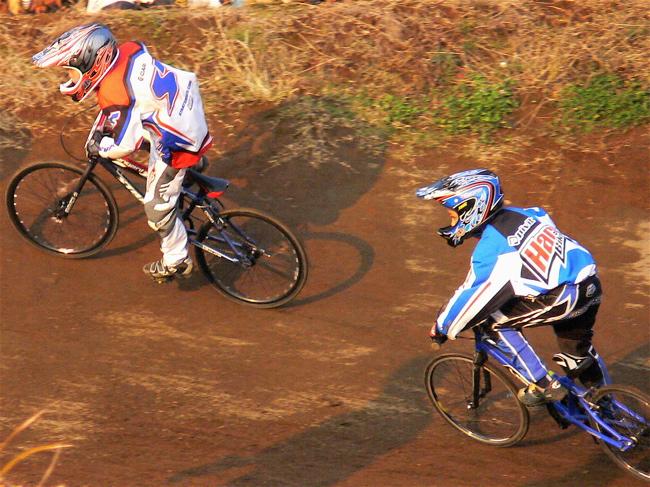 JOSF緑山2006ファイナルレース VOL 9 BMXジュニアクラスとミドルクラス準決勝〜決勝画像垂れ流し_b0065730_2210046.jpg