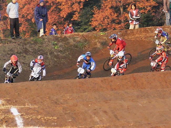 JOSF緑山2006ファイナルレース VOL 9 BMXジュニアクラスとミドルクラス準決勝〜決勝画像垂れ流し_b0065730_22101343.jpg