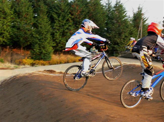 JOSF緑山2006ファイナルレース VOL 9 BMXジュニアクラスとミドルクラス準決勝〜決勝画像垂れ流し_b0065730_22105594.jpg