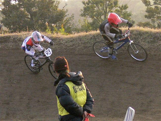 JOSF緑山2006ファイナルレース VOL 9 BMXジュニアクラスとミドルクラス準決勝〜決勝画像垂れ流し_b0065730_22111031.jpg
