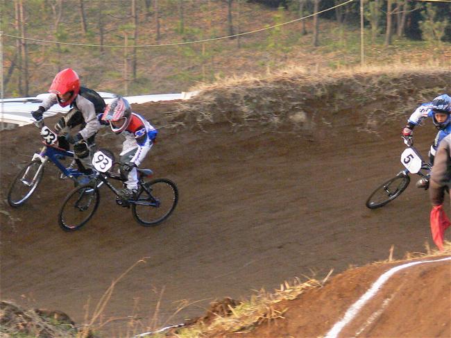 JOSF緑山2006ファイナルレース VOL 9 BMXジュニアクラスとミドルクラス準決勝〜決勝画像垂れ流し_b0065730_22114662.jpg