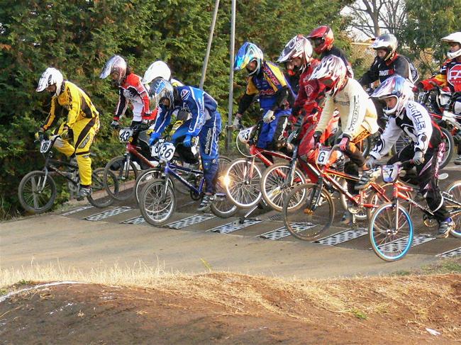 JOSF緑山2006ファイナルレース VOL 9 BMXジュニアクラスとミドルクラス準決勝〜決勝画像垂れ流し_b0065730_2216189.jpg