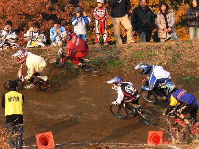 JOSF緑山2006ファイナルレース VOL 9 BMXジュニアクラスとミドルクラス準決勝〜決勝画像垂れ流し_b0065730_22164990.jpg