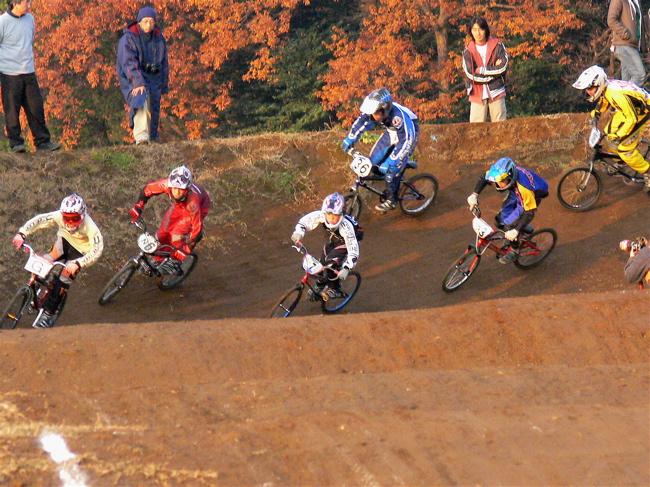 JOSF緑山2006ファイナルレース VOL 9 BMXジュニアクラスとミドルクラス準決勝〜決勝画像垂れ流し_b0065730_2217547.jpg