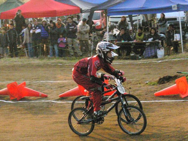 JOSF緑山2006ファイナルレース VOL 9 BMXジュニアクラスとミドルクラス準決勝〜決勝画像垂れ流し_b0065730_22181779.jpg