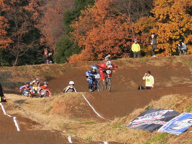 JOSF緑山2006ファイナルレース VOL 9 BMXジュニアクラスとミドルクラス準決勝〜決勝画像垂れ流し_b0065730_223395.jpg