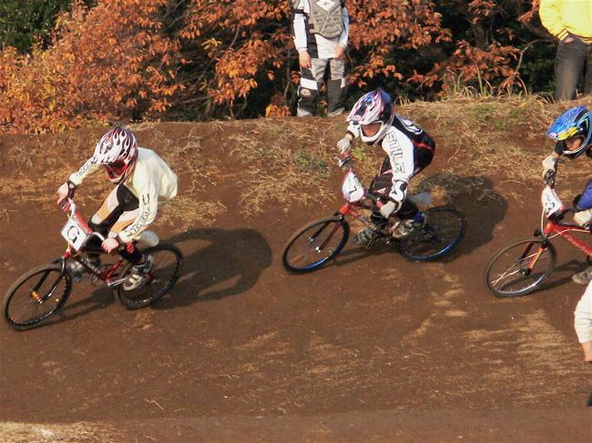 JOSF緑山2006ファイナルレース VOL 9 BMXジュニアクラスとミドルクラス準決勝〜決勝画像垂れ流し_b0065730_2255928.jpg
