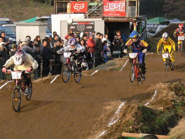 JOSF緑山2006ファイナルレース VOL 9 BMXジュニアクラスとミドルクラス準決勝〜決勝画像垂れ流し_b0065730_2273238.jpg